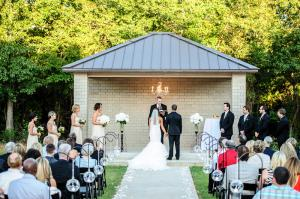 wedding-couple-outdoor