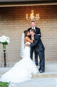 wedding-couple-kissing