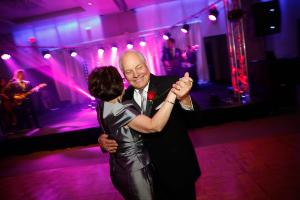 Julie-Glass-wedding-party-dance