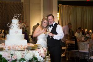 wedding-cake-and-couple