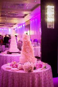 indoor-wedding-cake