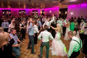indoor-wedding-party-dance