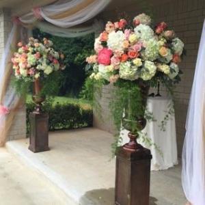 floral arrangements outdoor wedding