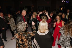 guests-dancing